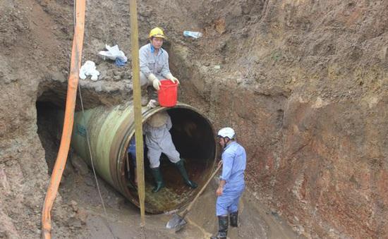 Đường ống nước sạch sông Đà lại gặp sự cố, ngừng cấp nước hơn 5 giờ