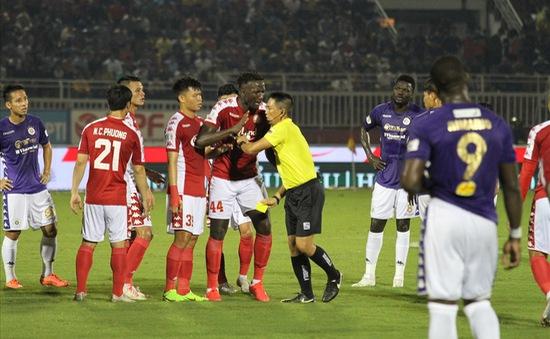 Tranh cãi xung quanh 2 tình huống không thổi phạt penalty trong trận CLB TP Hồ Chí Minh gặp CLB Hà Nội