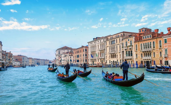 """Kênh đào nổi tiếng nhất Italy không cho du khách lên thuyền Gondola nếu """"thừa cân"""""""