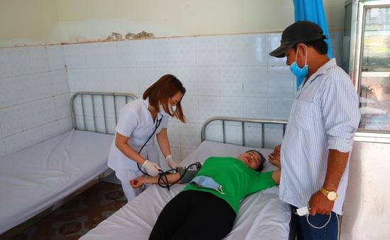 Hàng chục công nhân nhập viện, nghi ngộ độc thực phẩm