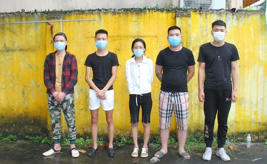 Ngăn chặn 2 ô tô chở 10 người Trung Quốc nhập cảnh trái phép
