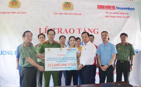 Trao tặng hơn 200 triệu đồng xây trường ở Mường Tè, Lai Châu