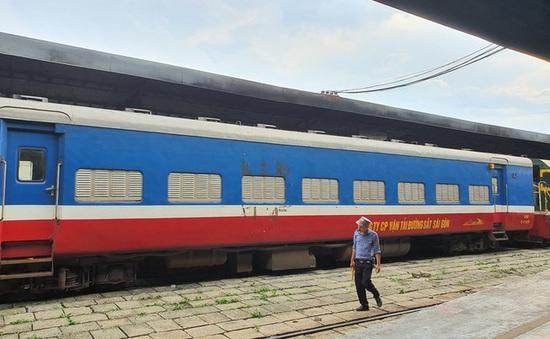 Tạm ngừng chạy đôi tàu khách SE11/SE12 Hà Nội - TP.HCM