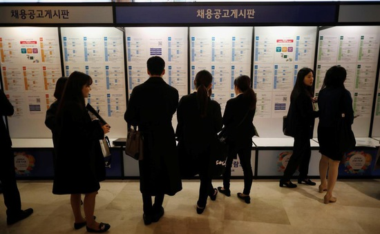 Doanh nghiệp Hàn Quốc cắt giảm gần 12.000 việc làm do COVID-19