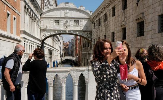 """Mỹ """"đứng"""" ngoài danh sách mở cửa: Doanh nghiệp du lịch EU lo thất thu"""