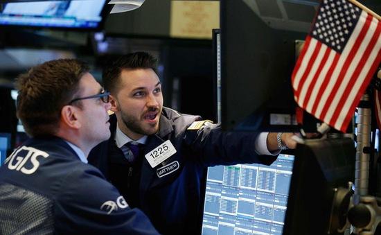 Thị trường khởi sắc sau khi FED giữ nguyên lãi suất gần bằng 0