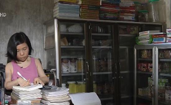 Người phụ nữ khuyết tật gieo duyên đọc sách