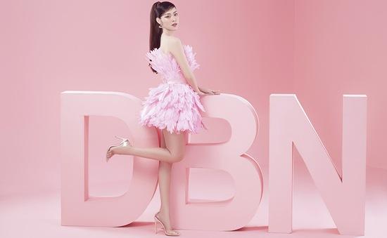 """Diệp Bảo Ngọc đón tuổi 27 với bộ ảnh """"bánh bèo"""" màu hồng"""