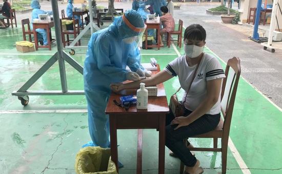 Đội Điều tra giám sát dịch: Làm việc suốt ngày đêm để xét nghiệm hàng nghìn mẫu bệnh phẩm