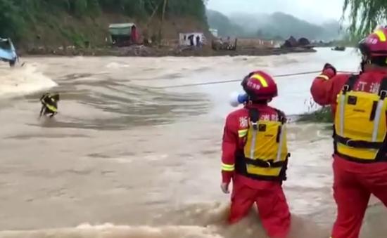 Lũ lụt, lở đất hoành hành từ Trung Quốc đến Nhật Bản