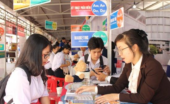 Hơn 3.000 học sinh Khánh Hòa được tư vấn tuyển sinh - hướng nghiệp năm 2020