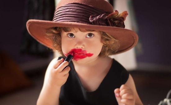 Dùng mỹ phẩm quá sớm, trẻ em đối mặt nhiều nguy hại cho da