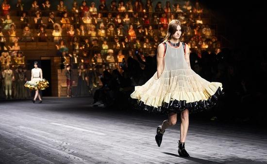 Haute Couture week tổ chức -  không có báo chí và khách mời