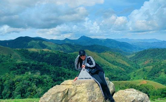 Chinh phục cung đường Tà Năng - Phan Dũng tuyệt đẹp với Hoa hậu Hằng Nguyễn