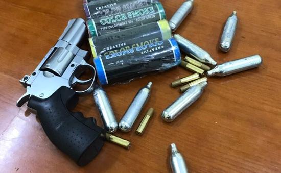 Thanh niên mang theo súng từ Bắc Ninh lên Hà Nội thì bị chốt 141 phát hiện