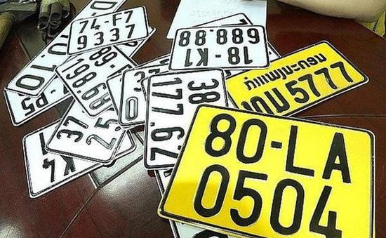 Từ 1/8, ô tô tải, xe khách, taxi phải đổi sang biển số màu vàng