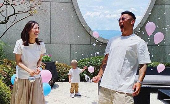 Dư Văn Lạc phải bán bớt xe hơi khi vợ mang bầu lần 2