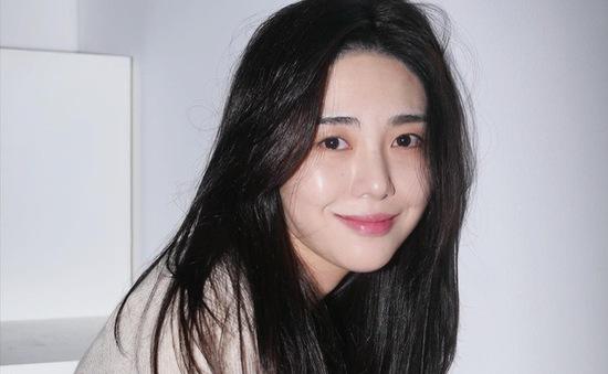Kwon Mina (AOA) từ chối điều tra về bê bối bắt nạt trong nhóm