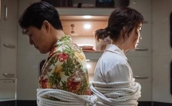 """Ô kê, Chị Đại: """"Nữ hoàng"""" Uhm Jung Hwa tái xuất màn ảnh rộng"""