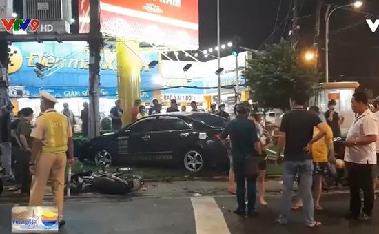Cô gái 22 tuổi lái ô tô đâm 7 xe máy, hàng loạt người bị thương ở TP.HCM