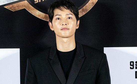 Song Joong Ki lần đầu tiên xuất hiện công khai sau loạt tin đồn tình ái