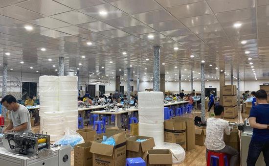 """Tồn kho hàng nghìn thùng, cho nghỉ 70% số công nhân vì """"ế"""" khẩu trang"""