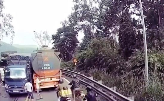 Vượt ẩu tại khúc cua, ẩu đả trên đèo Bảo Lộc