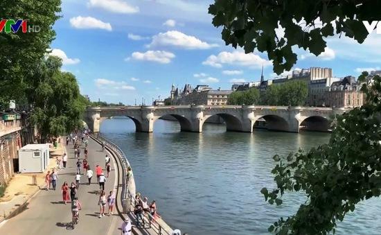Du lịch Pháp hoạt động cầm chừng, hướng dẫn viên tính chuyện giải nghệ