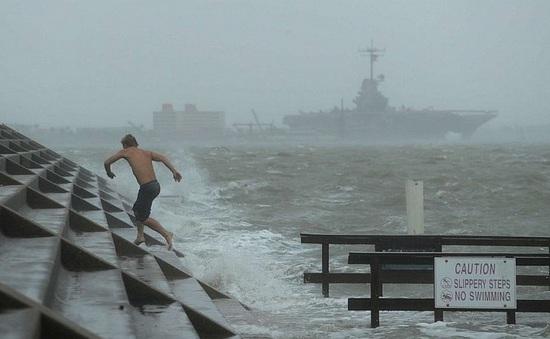 """Bang Texas (Mỹ) ban bố tình trạng thảm họa ứng phó với bão """"kép"""""""