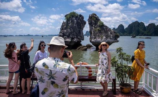 """Dịch COVID-19 bùng phát trở lại, du lịch Việt Nam tiếp tục """"đóng băng"""""""