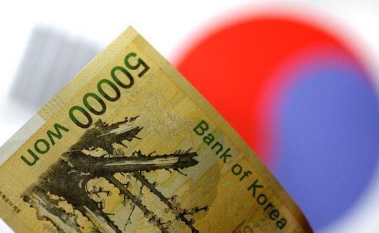 Lo sợ COVID-19, người Hàn Quốc bỏ tiền vào máy giặt và lò vi sóng khử trùng