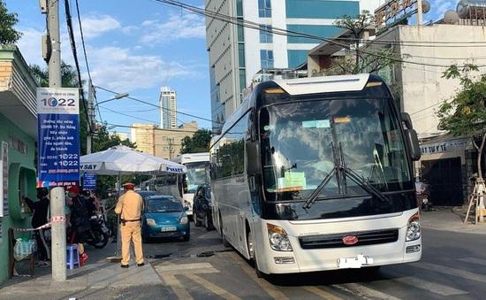 Xe chở khách đi khỏi Đà Nẵng trái quy định vận chuyển