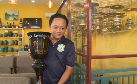 Độc đáo quán cà phê ốp 3.000 dĩa cổ