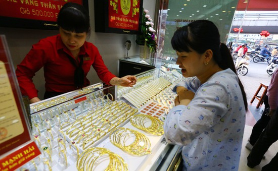 Thị trường trầm lắng khi giá vàng trong nước tăng cao kỷ lục