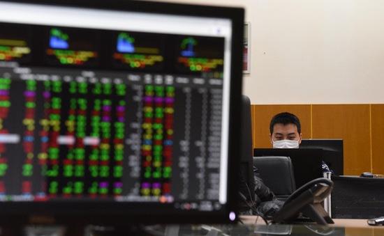 """Thị trường chứng khoán """"lình xình"""" trong khi giá vàng tăng liên tiếp"""