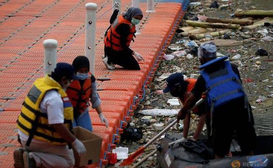 Núi rác thải y tế tấn công nguồn nước ở Indonesia