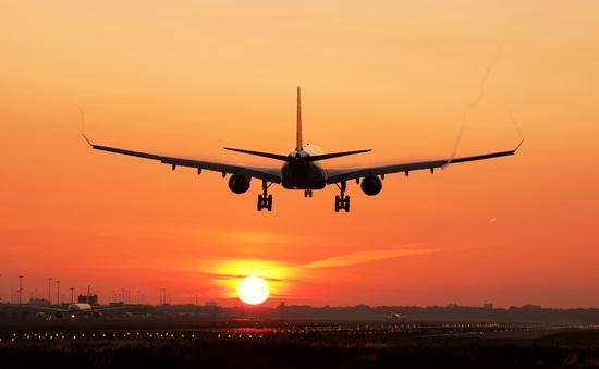 """Các hãng hàng không... bán trà sữa, mở nhà hàng """"chống cháy"""" mùa COVID-19"""