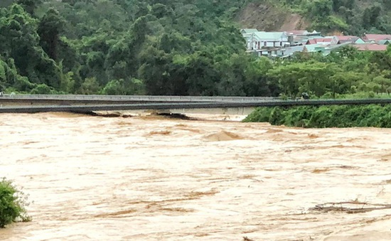Người dân huyện biên giới Tây Giang bị cô lập sau bão số 5