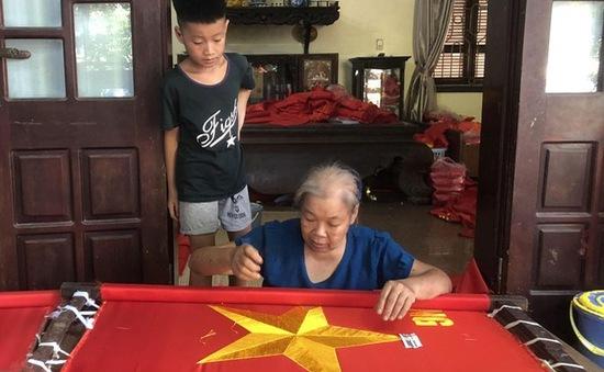 Ghé thăm ngôi làng may cờ Tổ quốc