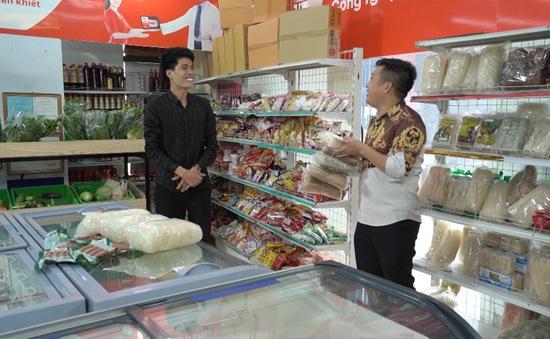 """Sitcom Khu dân cư rắc rối: Chuyện an toàn thực phẩm khiến các bà nội chợ """"sốt xình xịch"""""""