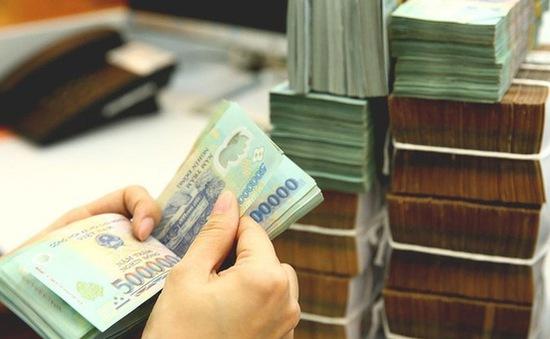 Giá vàng thất thường, nhiều người lựa chọn gửi tiết kiệm ngân hàng