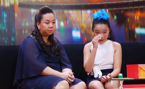 Ba ít nói lời yêu thương, cô bé 13 tuổi tủi thân thay cho mẹ