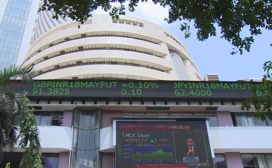 Rủi ro từ làn sóng đầu tư cổ phiếu nhỏ lẻ tại các nước