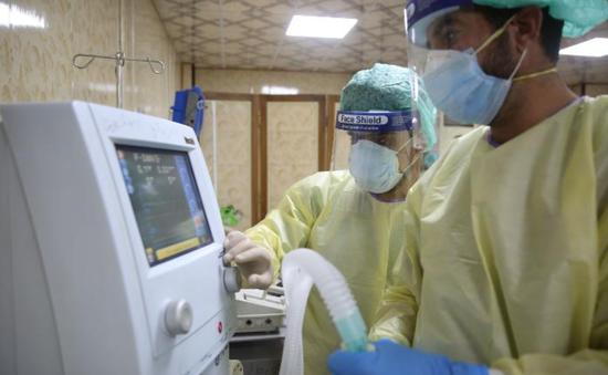"""Tình cảnh """"khó chồng khó"""" tại các bệnh viện Syria trong dịch COVID-19"""