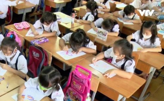 Ban hành Thông tư Điều lệ trường Tiểu học: Không được ép buộc học sinh mua tài liệu tham khảo