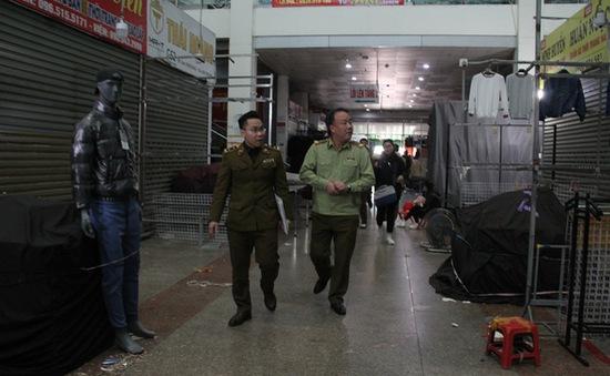 """""""Né"""" quản lý thị trường, tiểu thương chợ Ninh Hiệp đồng loạt đóng cửa"""