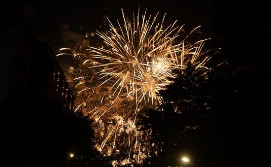 Khoảnh khắc chào đón năm mới 2021 của người dân Thủ đô
