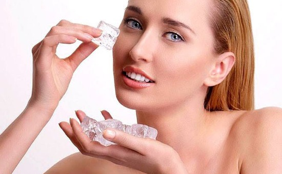 7 công dụng làm đẹp da tuyệt vời của đá lạnh