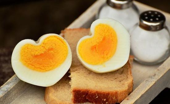 8 thực phẩm không nên hâm nóng bằng lò vi sóng