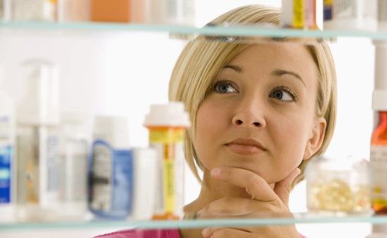 Tủ thuốc gia đình bảo vệ sức khỏe của trẻ lúc giao mùa